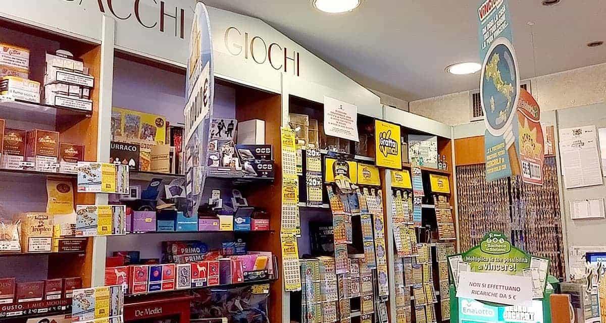 interni tabaccheria Bertini a Padenghe su Garda Brescia